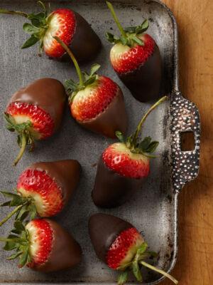 Half-dark-and-half-milk-strawberries